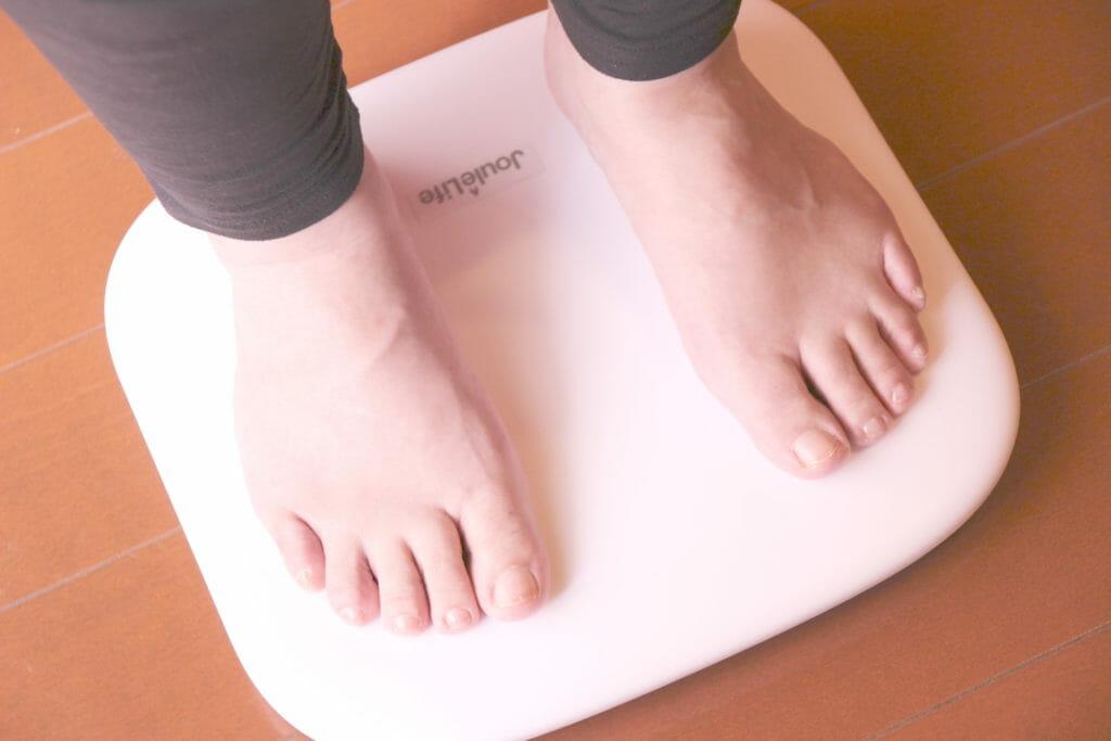 体重や体脂肪率が乗るだけでアプリに自動登録されるJouleLife(ジュールライフ)体組成計 JL-101の製品画像