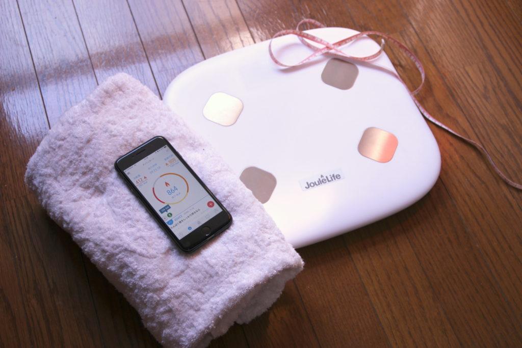 体重や体脂肪率が乗るだけでアプリに自動登録されるJouleLife(ジュールライフ)体組成計 JL-101の上面の製品画像