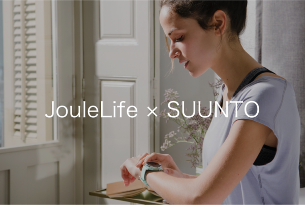 SUUNTO(スント)の3Fitnessスマートウォッチを着ける女性のイメージ